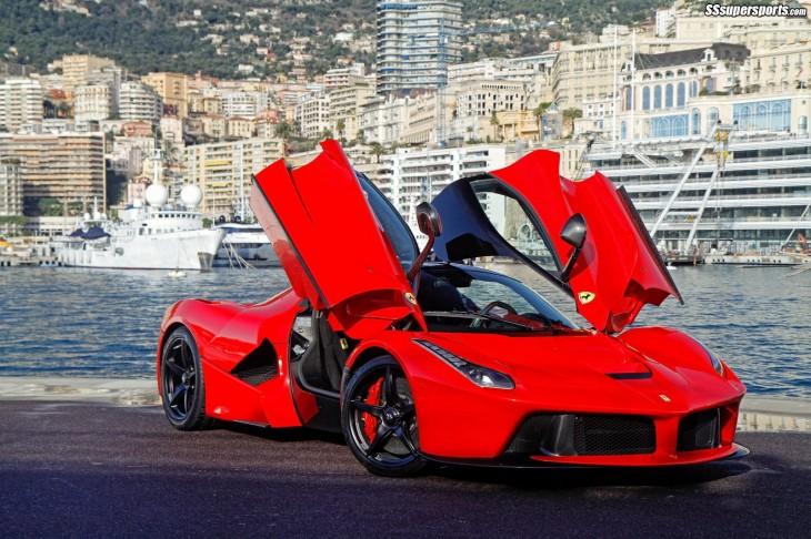 Ferrari Laferrari abierto