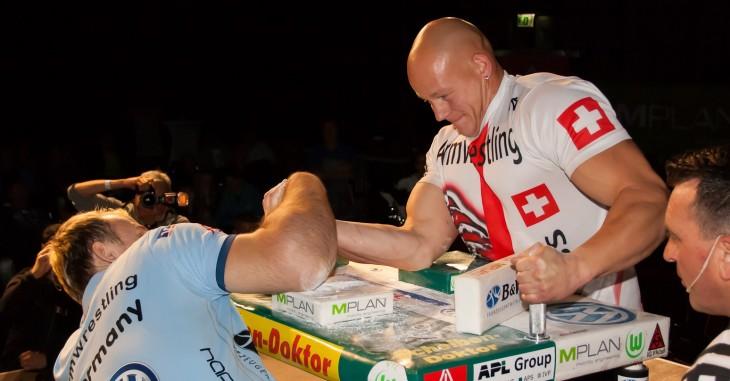 Matthias en una competencia de vencidas
