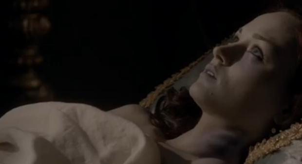 mujer muerta con ojos abiertos