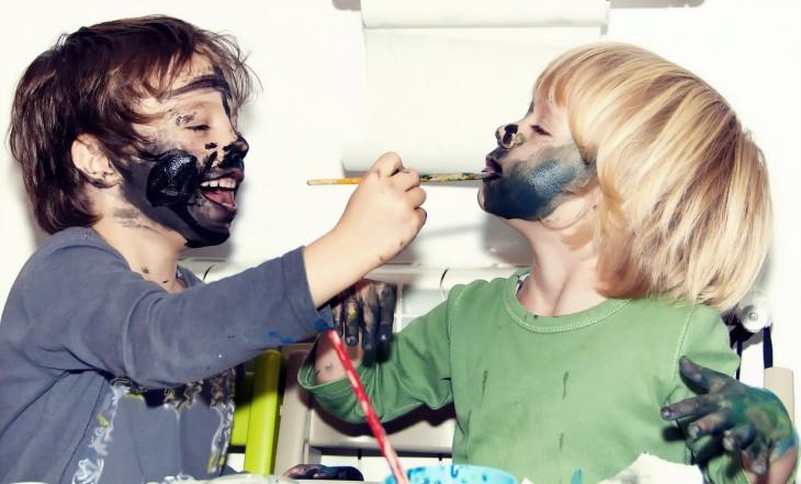 niños pintandose la cara