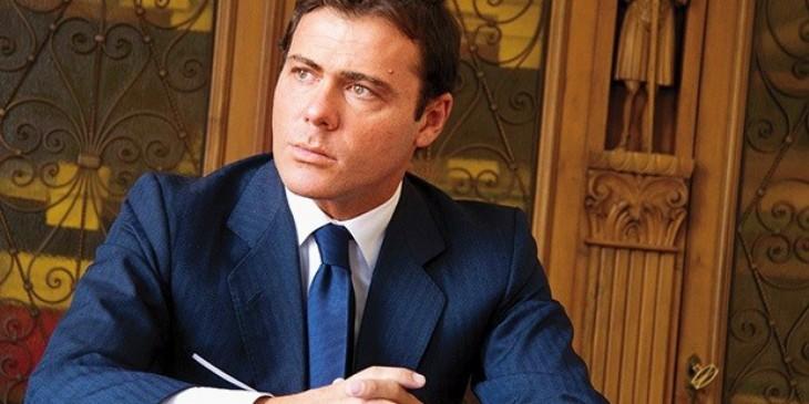 El millonario Alessandro Proto en su escritorio