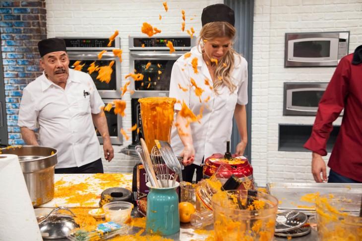 Licuadora destapada causa explosión de comida