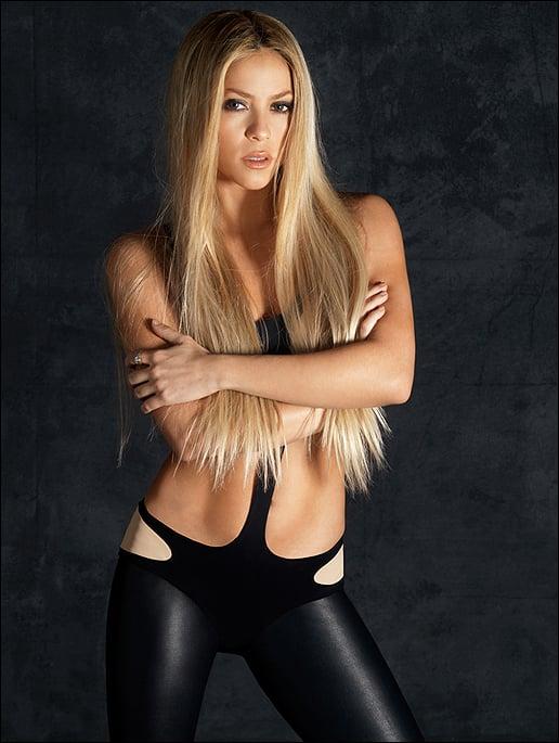 shakira bikini negro pelo rubio lacio
