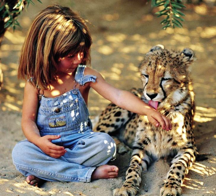 Tippi con su amigo leopardo