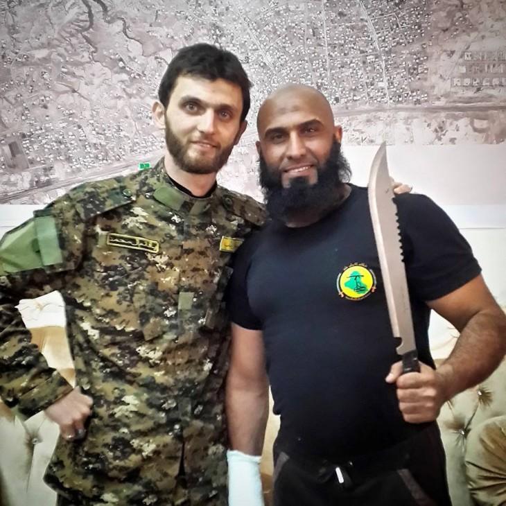 Abu Azrael el rambo real con cuchillo