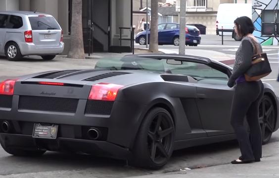 cazafortunas quiere subirse a Lamborghini