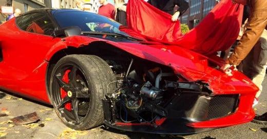 Estrella su Ferrari LaFerrari de 1.5 Millones de dólares minutos después de comprarlo