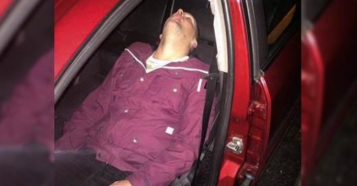 Taxista le toma foto a pasajero ebrio para que le digan ¡dónde dejarlo!