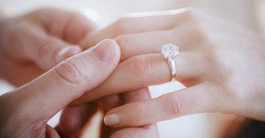 ¿Por qué compramos anillos de compromiso con diamantes?