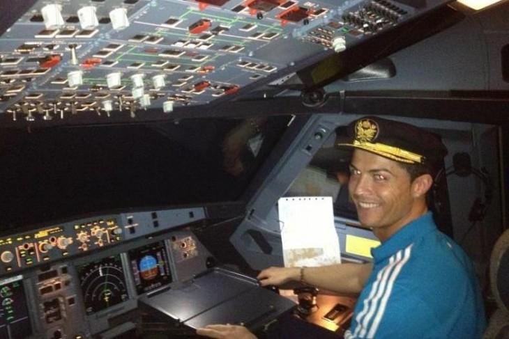 Cristiano Ronaldo de piloto de jet