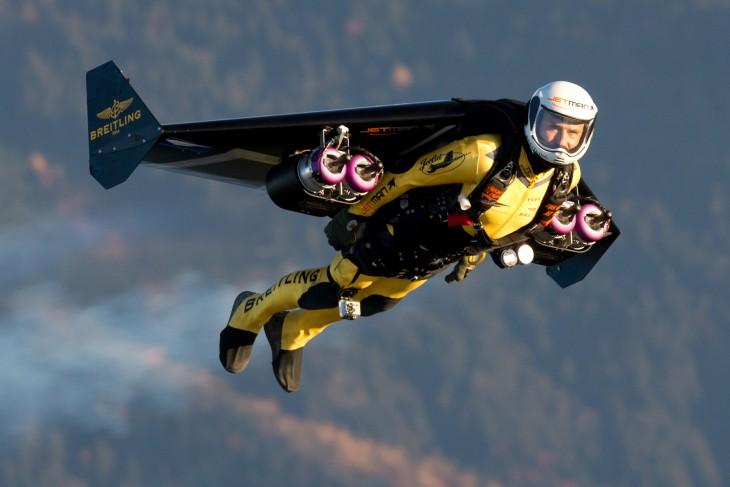 Yves Rossy, mejor conocido como Jetman