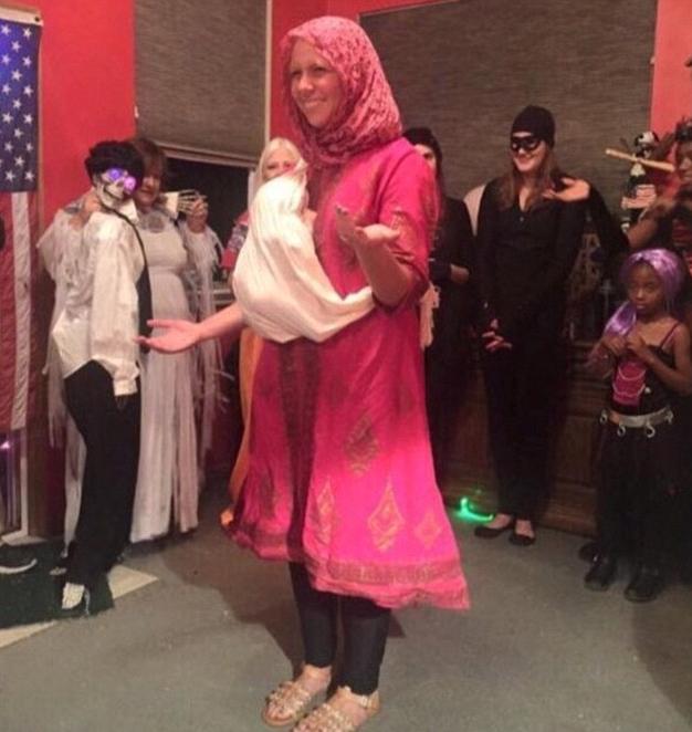 Disfraz de refugiada siria con bebé