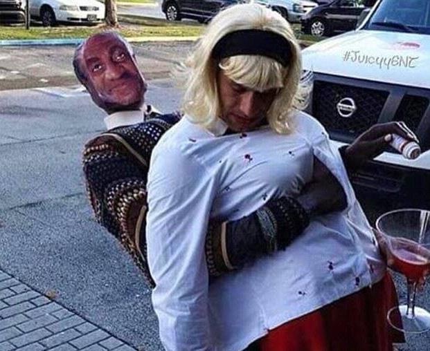 disfraz de Bill Cosby con mujer drogada