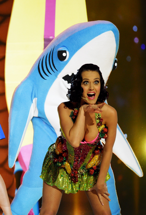 katy perry photoshop tiburón