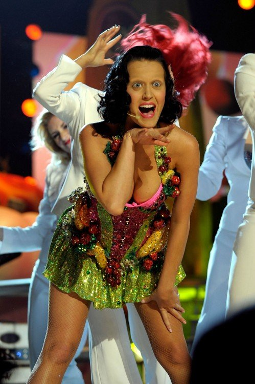 Katy Perry photoshop sin cejas