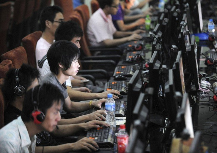 cibercafés en china, adictos
