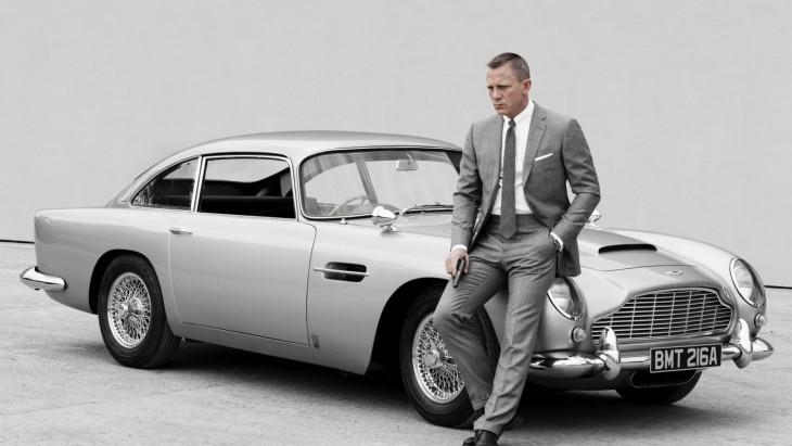 Daniel Craig en un Aston Martin