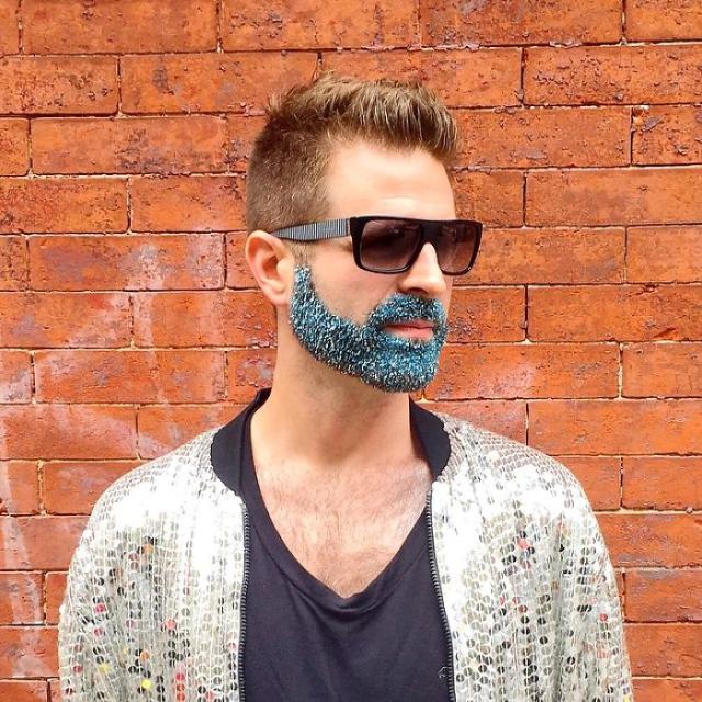 Hombre con barba azul