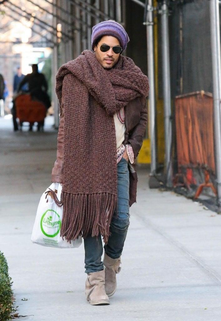 Lenny Kravitz con bufanda gigante