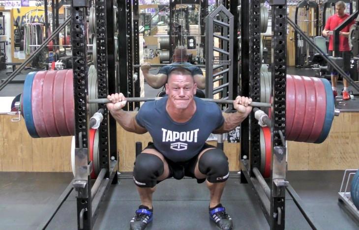 john cena levantando 611 libras squat