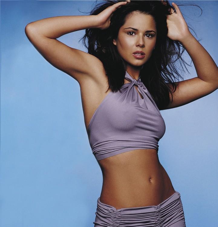Cheryl Cole con ropa morada