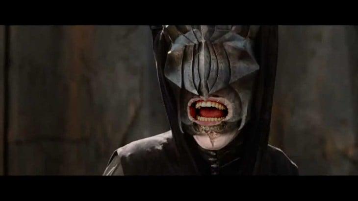 Sauron con boca humana