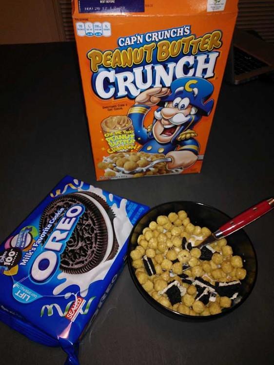 Desayuno de cereal y Oreo