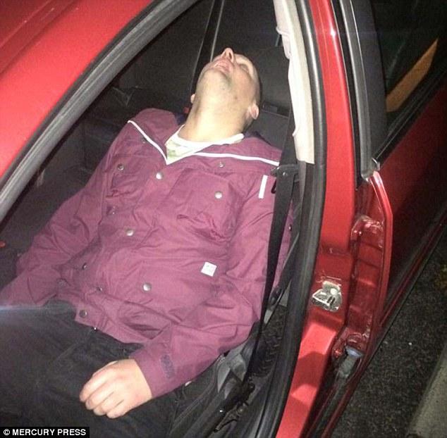 Se quedó dormido ebrio en el taxi