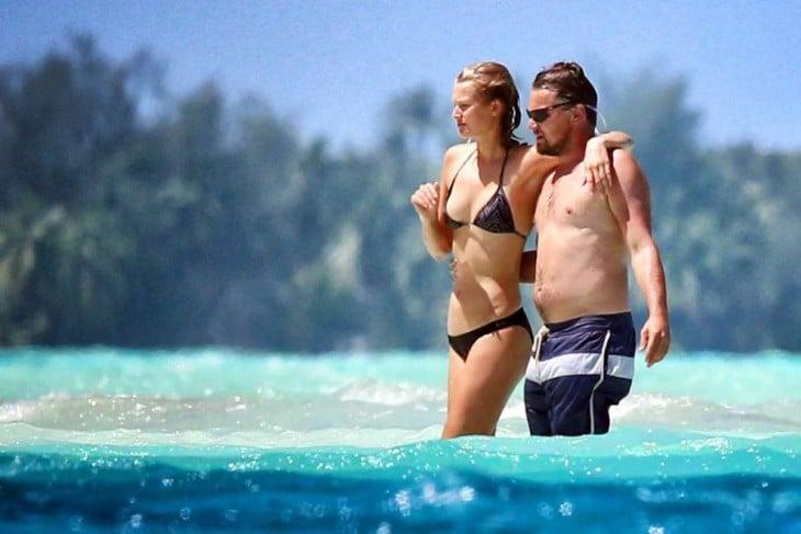 Leonardo di Caprio con chica en la playa