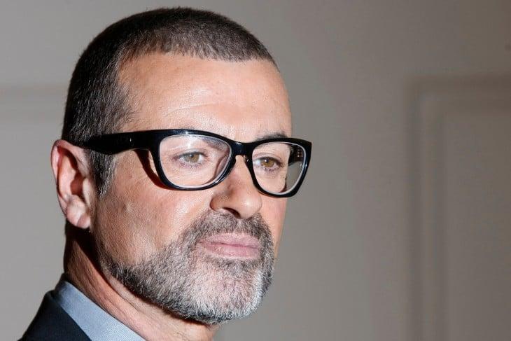 George Michael con lentes