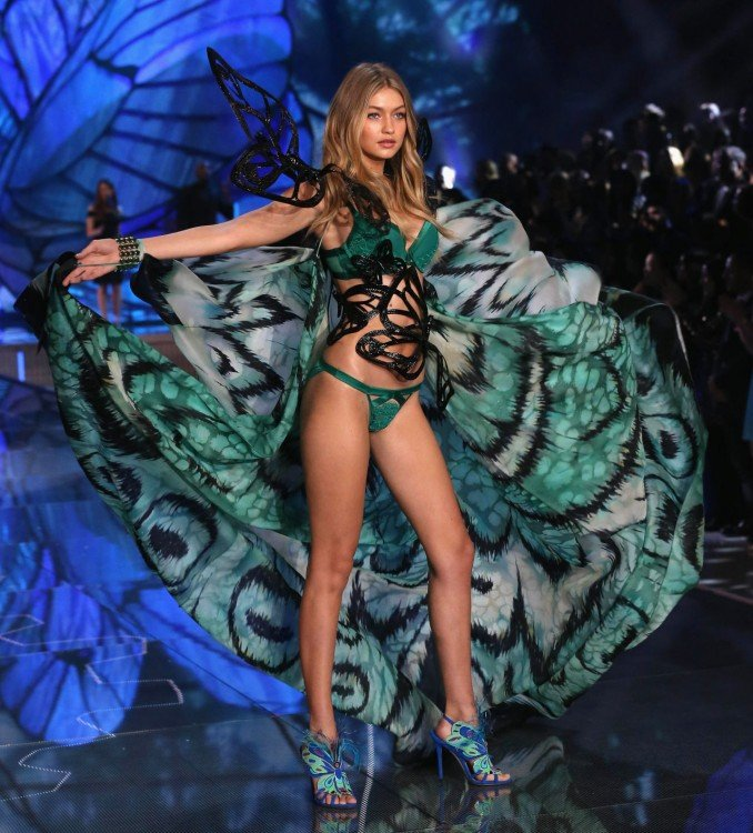 gigi Victoria's secret fashion show desfile