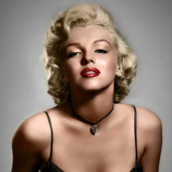 Marylin con collar de diamante