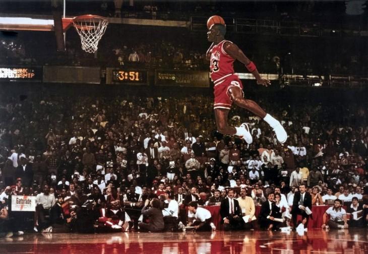 Michel Jordan clavada desde el tiro libre