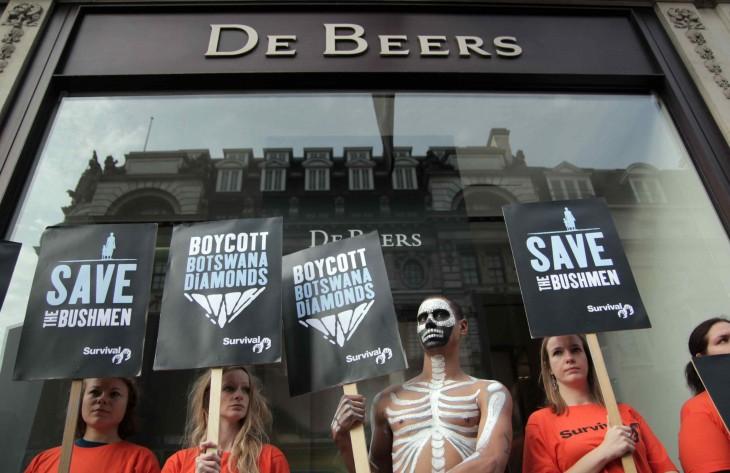 Protesta ante joyerías De Beers