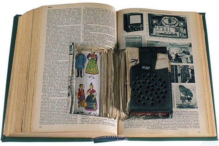Receptor de radio escondido en libro
