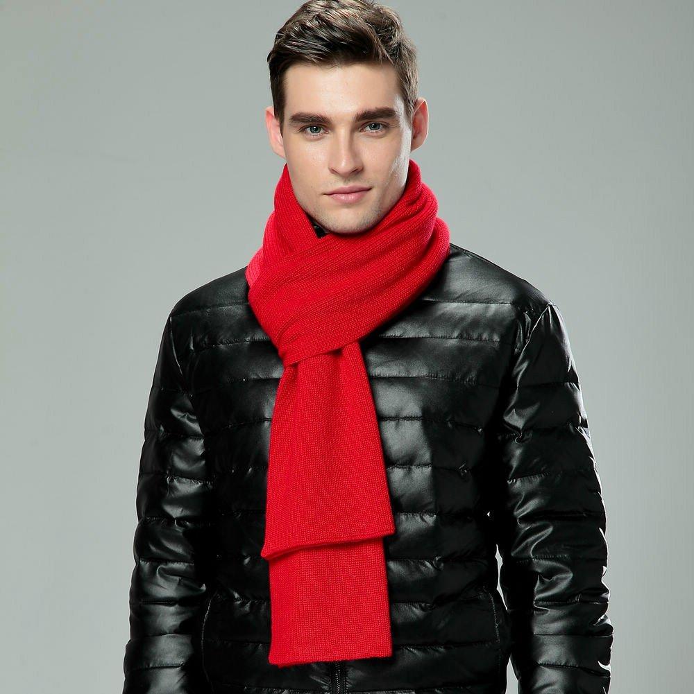Hombre con bufanda roja