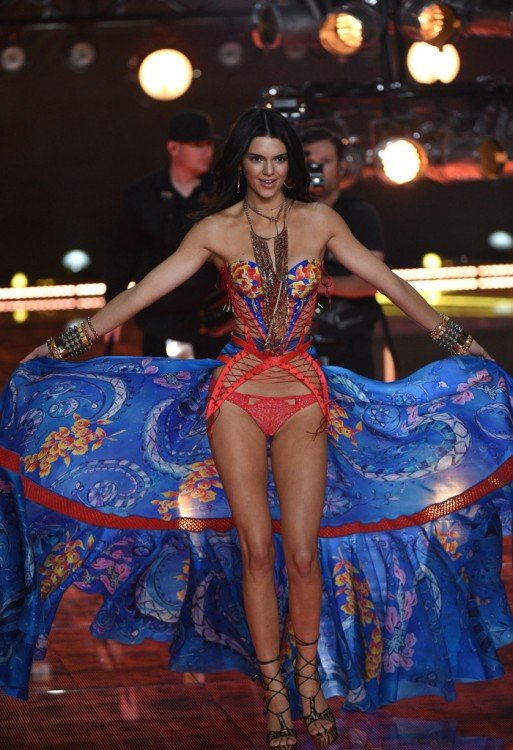 jenner Victoria's secret fashion show desfile