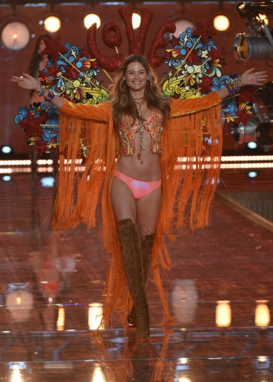 angel Victoria's secret fashion show desfile