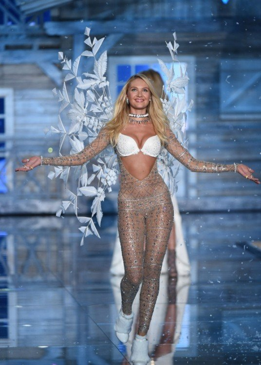angel de hielo en Victoria's secret fashion show desfile