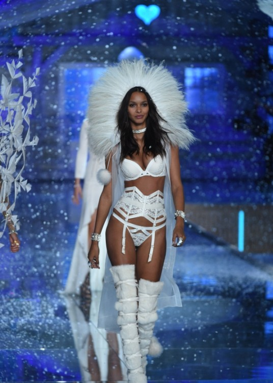 angel de Victoria's secret fashion show desfile