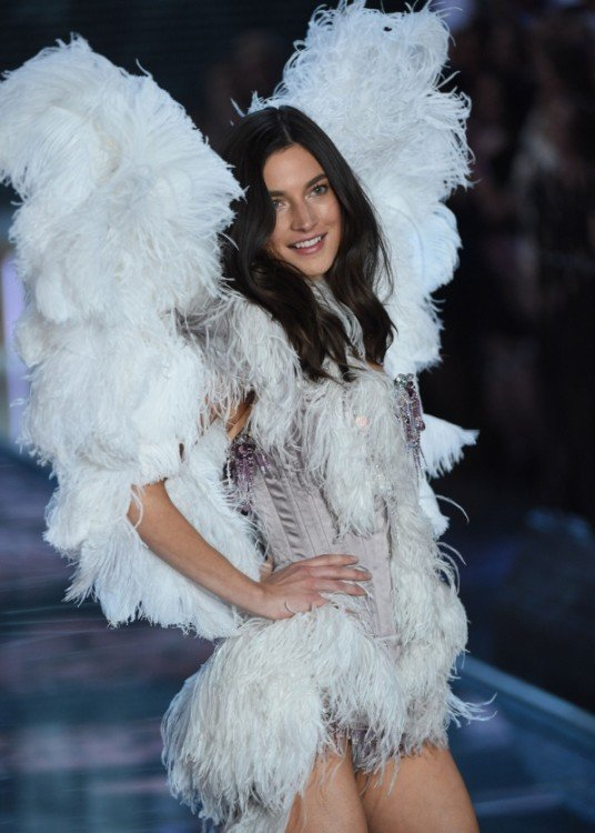 angel blanca modelo en Victoria's secret fashion show desfile