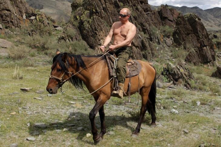 Vladimir Putin en caballo