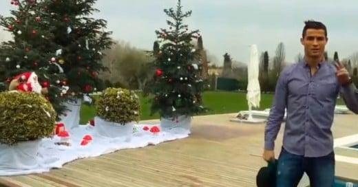 Video: ¿Te gustaría visitar la mansión de CR7 esta Navidad? Él te da un recorrido por su casa
