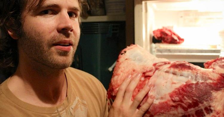 Un hombre tiene 7 a os comiendo solo carne cruda - El hombre que cambio su casa por un tulipan ...
