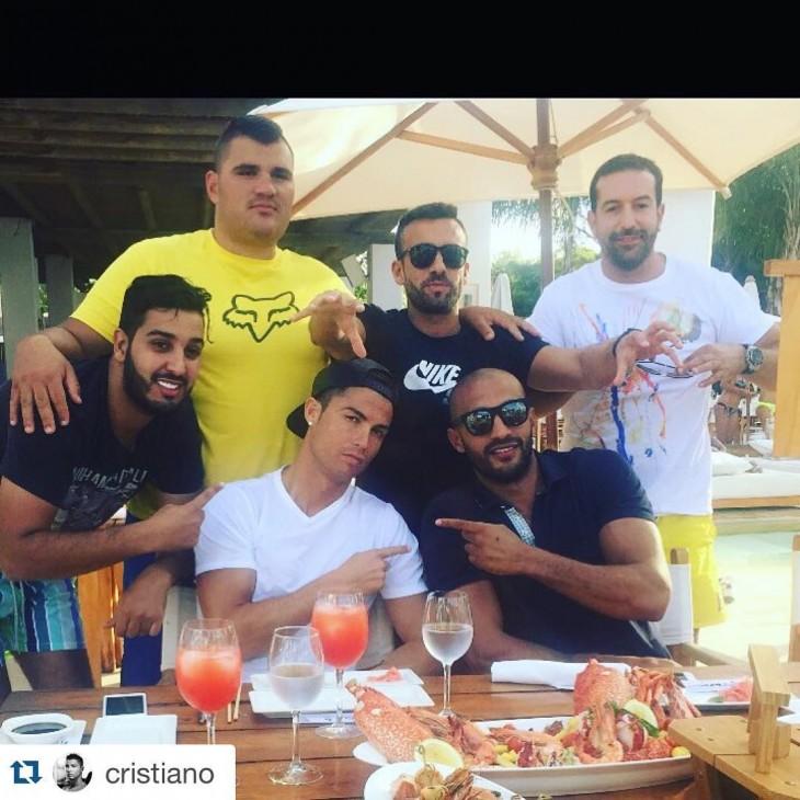 Ropnaldo con amigos en Marruecos