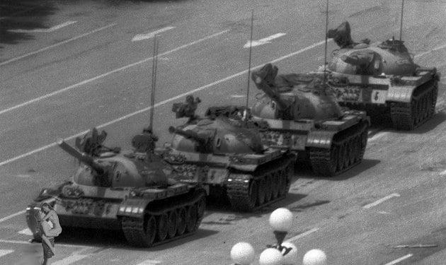 Photoshop para quitar la isla protesta tanques