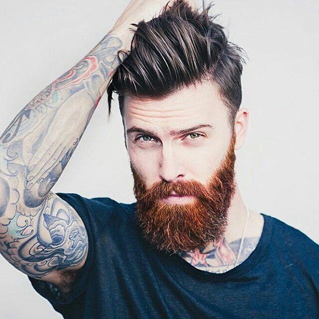 Barba roja y cabello de otro color