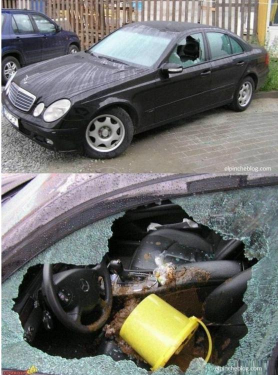 Cristalazo a coche de infiel
