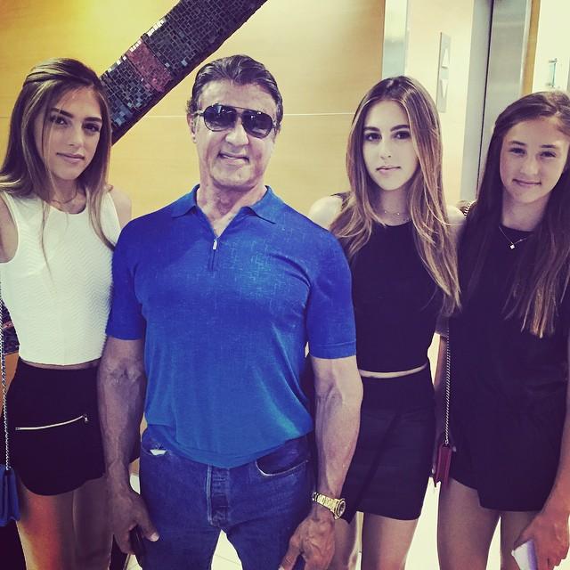 Stallone con sus tres hijas