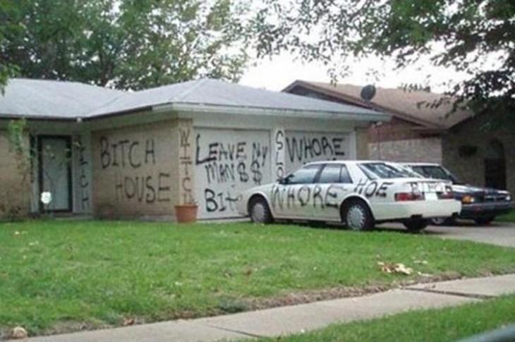 Casa y auto de una persona infiel